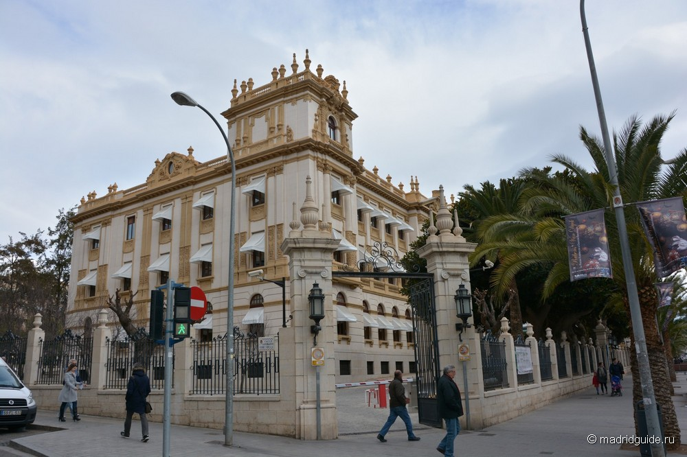 Экскурсии в Аликанте: Здание парламента провинции Аликанте