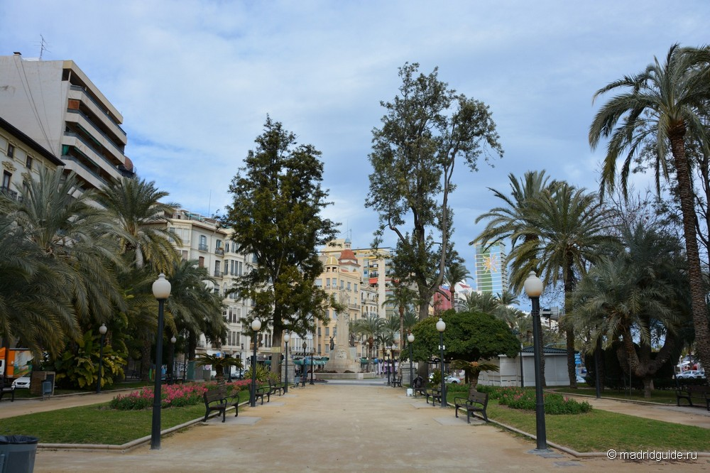 Парк Хосе́ Канале́хас Ме́ндес (José Canalejas Méndez)