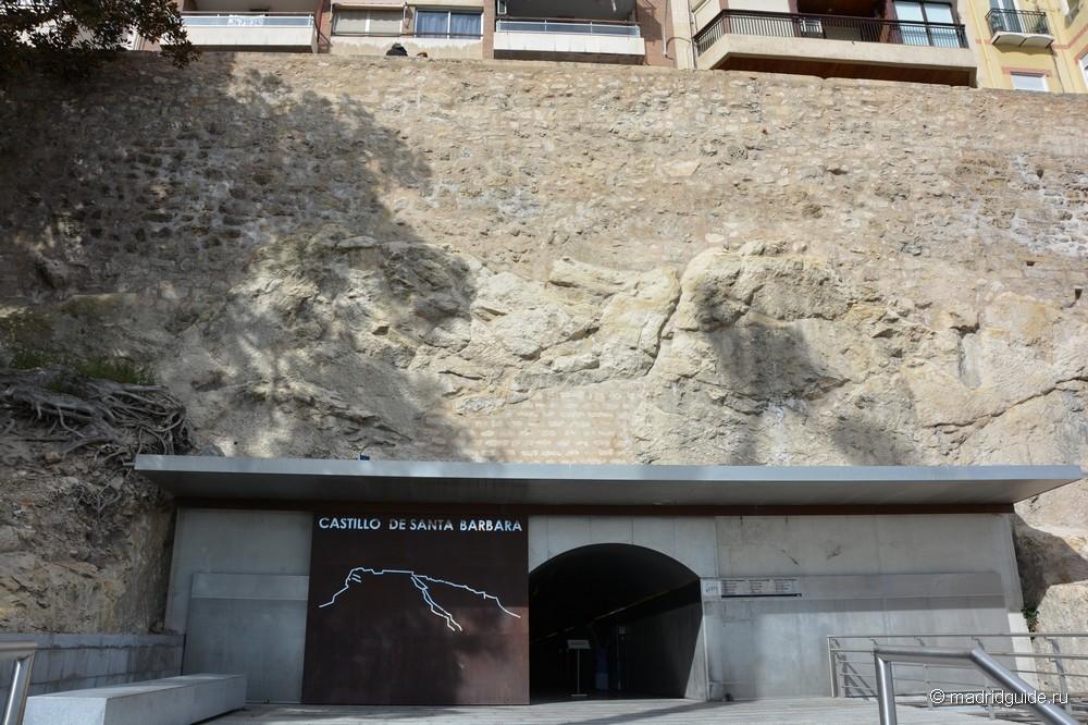Тоннель, ведущий в крепость Санта-Барбара