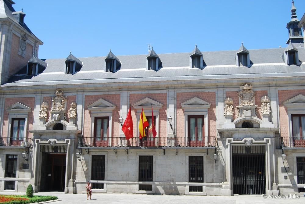 Пласа-де-ла-Вилья (Plaza de la Villa), старая мэрия Мадрида