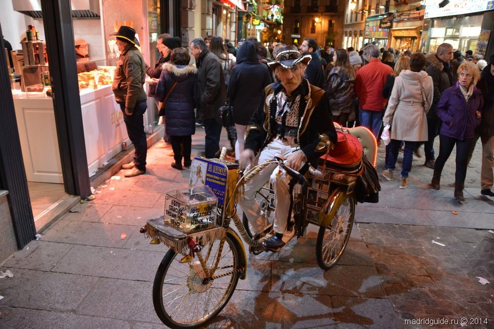 Продавец не совсем типичных для Испании шляп