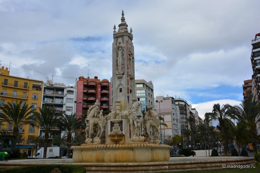 Площадь Лусерос в Аликанте, La Plaza de los Luceros, Alicante