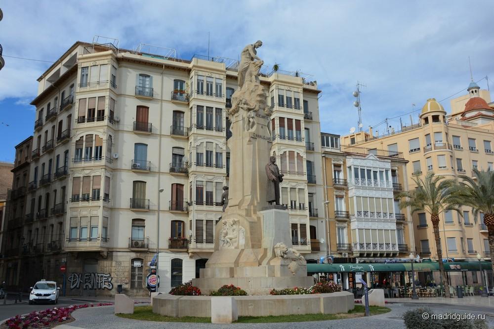 Площадь Хосе́ Канале́хас Ме́ндес (José Canalejas Méndez)