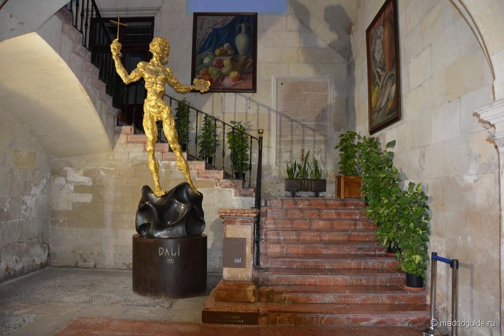 Скульптура Сальвадора Дали в Аликанте
