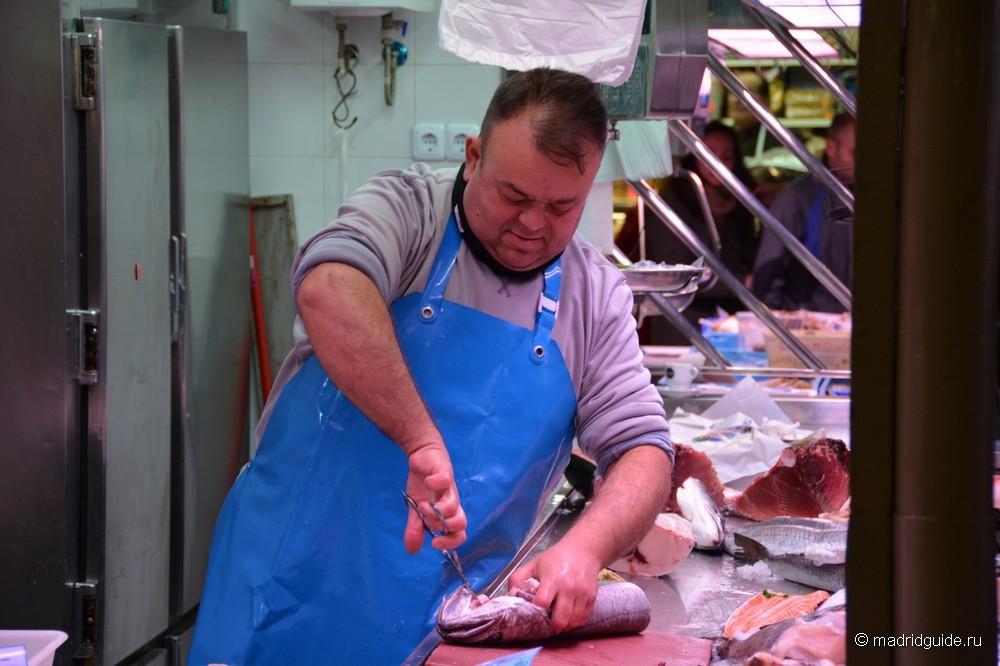 Центральный рынок Аликанте, Разделка рыбы