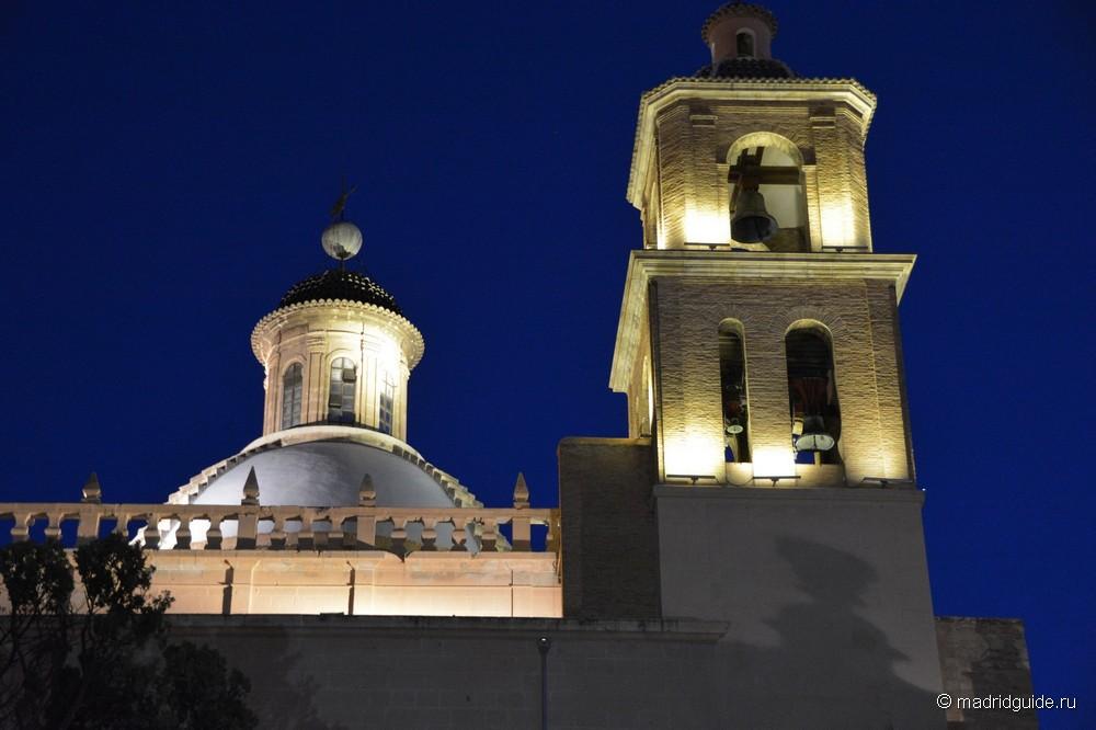 Купол и колокольни сокафедрального собора San Nicolás de Bari в Аликанте