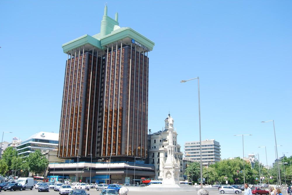 Обзорная экскурсия по Мадриду, площадь Колон