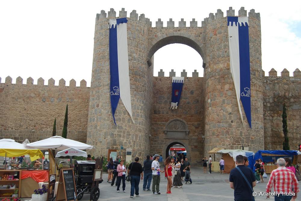 Средневековый праздник в Авиле, крепостная стена