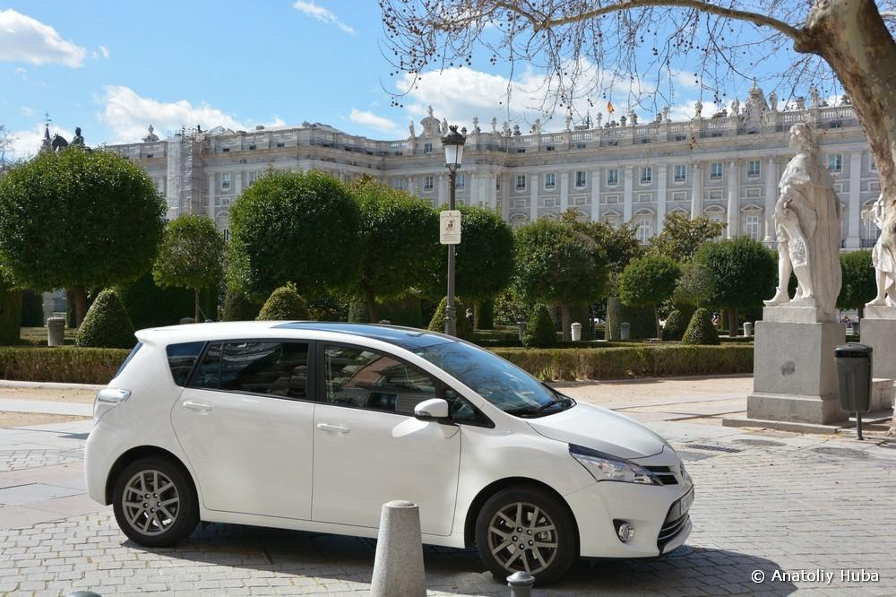 Транспорт для экскурсий в Испании, Toyota Verso Sky View